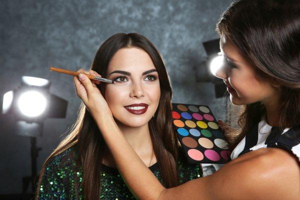10 Persiapan untuk Memulai Bisnis Make Up Artis Profesional